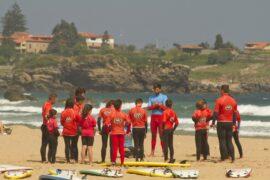 Cursos de surf en la playa de la Espasa