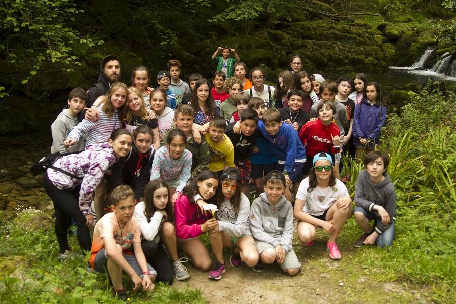 El grupo posando rodeados de naturaleza pura.